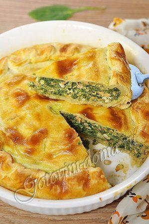 Рецепт: Пирог из слоеного теста с лососем и шпинатом