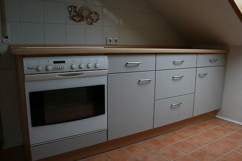 Küche Küchenzeile Dachwohnung m. Liebherr Kühlschrank  Herd und Geschirrspüler 1 Euro !!!
