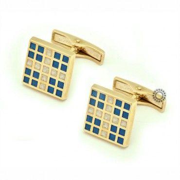 Μανικετόκουμπα από χρυσό Κ14 σε τετράγωνο σχήμα ελληνική σημαία με μικρά τετράγωνα από άσπρο-μπλε σμάλτο | Μανικετόκουμπα ΤΣΑΛΔΑΡΗΣ στο Χαλάνδρι #σμαλτο #χρυσο #14κ #μανικετοκουμπα
