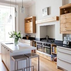 Dół białe szafki, góra drewniane  Scandinavian Kitchens and Design