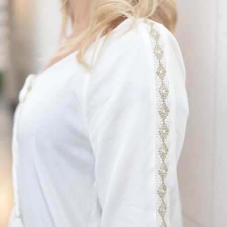 White Top - Gold embroidery - Street Style - Casual Chic @parisboheme.fashion