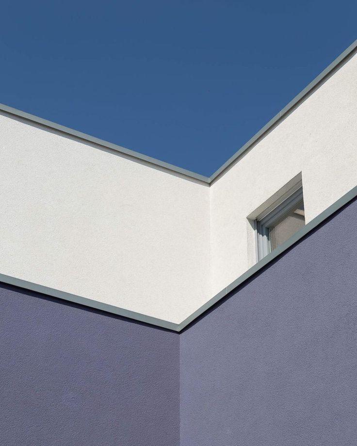Reduction. #streetphotography #street #architecture #architecturephotography #architecturelovers #house #geometry #geometric #blau #blue #sky #himmel #aussenseiter #lonesome #einsam #photooftheday #picoftheday #canon #canon6d #tamron2470 #bottrop #ruhrgebiet #ruhrpott – Pics Plus