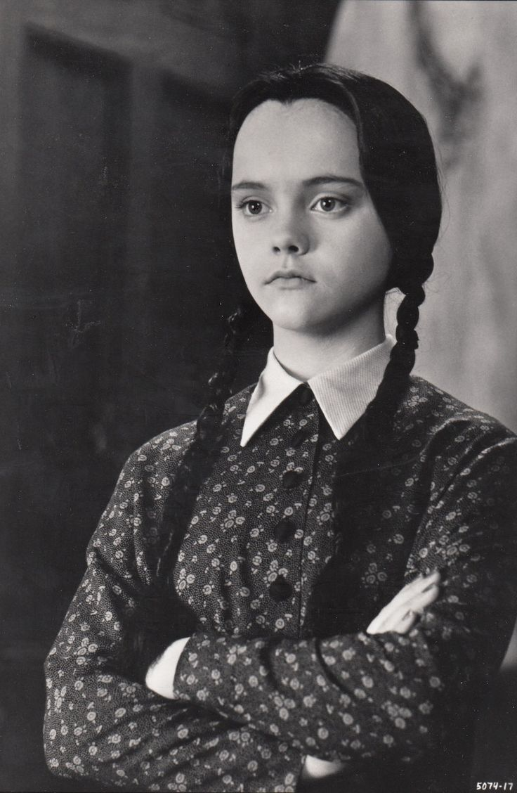 Uncle fester the addams family pinterest - Christina Ricci Addams Family Values 1993