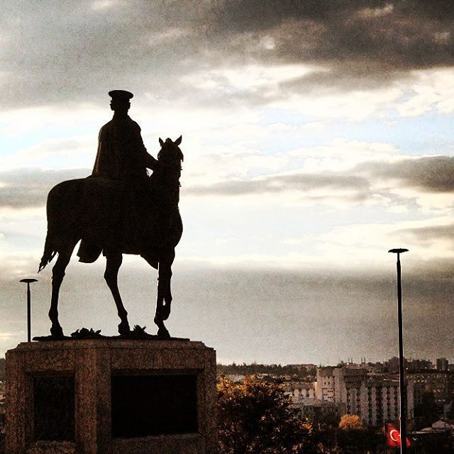 The #statue of #ataturk (#father of the #turks)  Located right in front of the #etnografia #museum #ankara , Ataturk #riding a #horse and looks over the #capital #city of #turkey  77 years passed after his death but he still #lead us with his #unforgettable #speechs  Visit Turkey with a #unique #angle #tours #turkeytourorganizer #photography #history #culture  www.turkeytourorganizer.com
