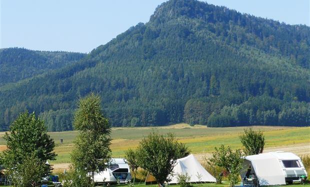 tsjechie - midden noord - buzanov - Kampeerplaatsen met adembenemend uitzicht en bij zwemmeer