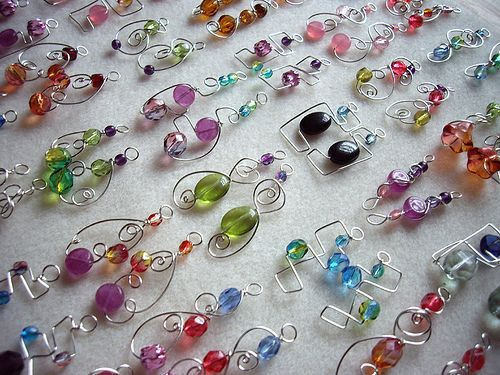 """""""Deborah and mom. Master this !! Wire wrapped Earrings. Pretty! Go !"""" Judith I can do this  :-)"""