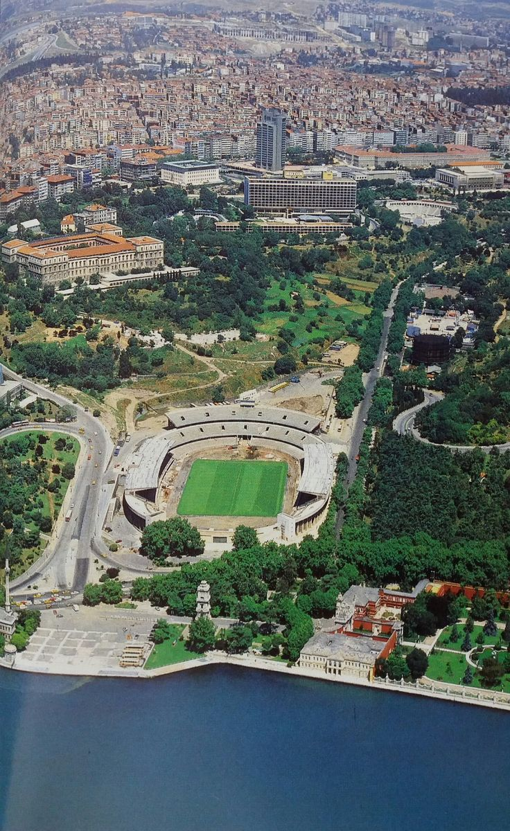 İnönü Stadyumu ve çevresi (1980'ler)  Sami Güner @hayalleme