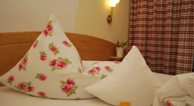 Landhaus Notburga - 4 Star #Apartments - $95 - #Hotels #Austria #GriesimSellrain http://www.justigo.co.uk/hotels/austria/gries-im-sellrain/landhaus-notburga_42198.html