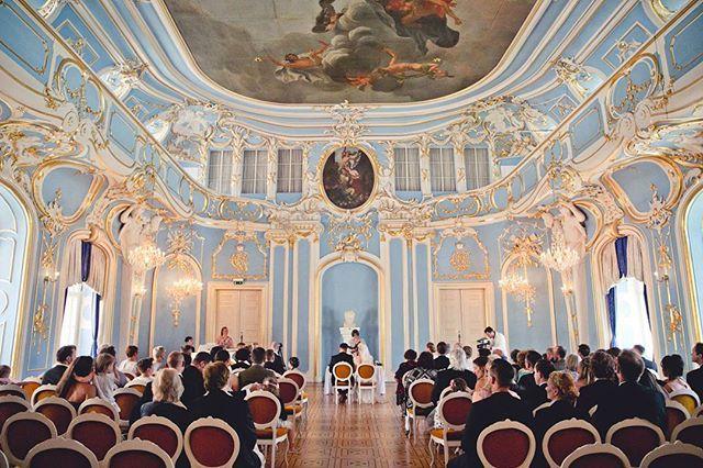 """""""Guten Morgen  Wir hoffen ihr seit schon gut in den Tag gestartet. Es gibt echt schon beeindruckende Traulocations💞 Foto @katrinfreund_photography . . #magdeburg #magdeburghochzeitsmesse #hochzeitsmesse #burgwanzleben #ohlovelyday #leipzig #halle #hannover #sachsenanhalt #braunschweig #wolfsburg #bridetobe #hochzeitsideen #hochzeitsfoto #weddinglove #hochzeitsspaß #wedding #floristik #weddingflowers #instabräute #vintagewedding #weddingphotography #realwedding #instahochzeit #instabride…"""