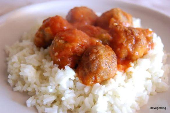 Albóndigas de tofu y avena en salsa de tomate