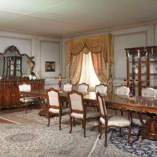 Luigi XV style dining room: sideboard with carved mirror, big ractangular table, glass showcase and carved chairs | Vimercati Classic Furniture