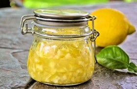 裏ワザ 超スピード!3時間で簡単塩レモン  (レモン1個分) オーガニックレモン(またはワックスのかかっていないもの)1個 砂糖小さじ2 海水塩 (あら塩やシーソルト)小さじ1