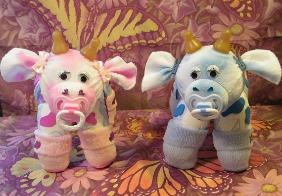 How to make a cow from Diapers. Diaper Cake by DiaperZooDesigns, $8.99