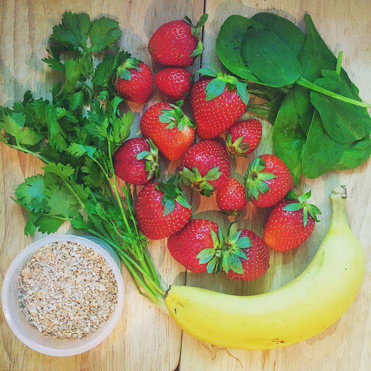 У большинства млекопитающих за исключением людей, есть способность вырабатывать жизненно важный витамин, витамин C естественным путем. Нам же, необходимо получать его из продуктов питания. Читать больше: https://instagram.com/p/3axnVBHzHf/ #healthyhop #strawberry #healthy #fibre #koriandr #banana #spinach #goodmorning #ilovegreen #здоровье #витаминc #vitamins #vitaminC #C #доброеутро #клубника #кориандр #шпинат #зелень #клетчатка #банан #витаминки #смузи #smoothies