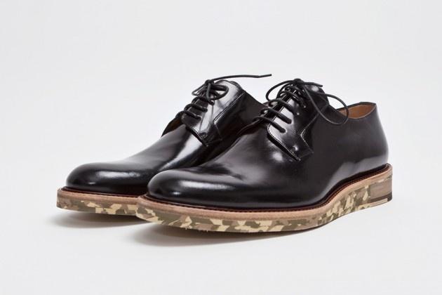 Zwart leren schoenen met camouflage-zool door Dries van Noten