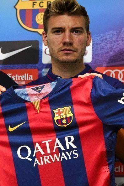 Nicklas Bendtner oficjalnie podpisał kontrakt z Katalońskim klubem • FC Barcelona pozyskała najlepszego piłkarza na świecie • Zobacz >> #barca #fcbarcelona #barcelona