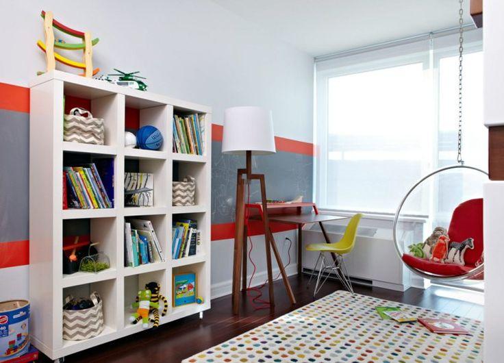 Kinderzimmer Regal aus Holz für Bücher und Spielzeuge