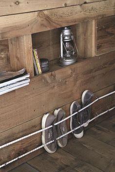 Même dans une cabane en bois, les rangements ne manquent pas