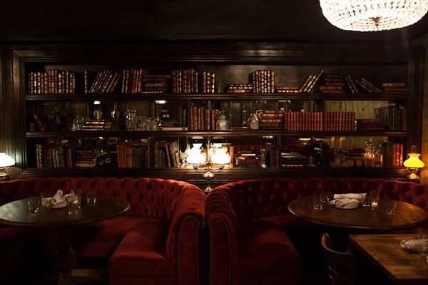 Tour of underground bars in Chicago.  This is a nice blueprint of my next visit, perhaps!