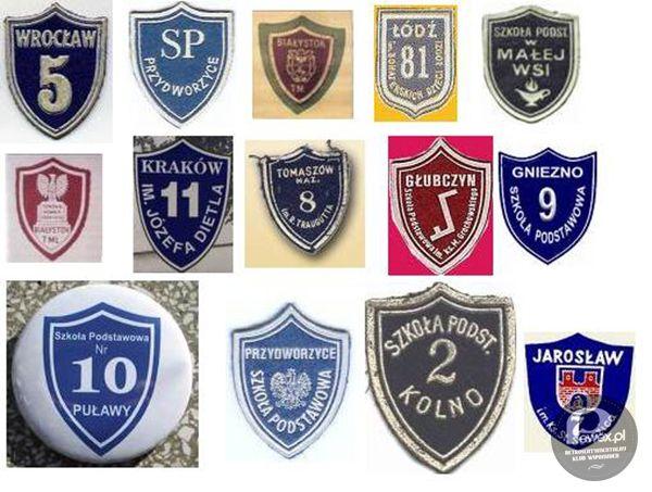 Tarcze szkolne Przez wiele lat, począwszy od wprowadzenia reformy szkolnej (w latach 1932–1933), były obowiązkowym elementem stroju uczniowskiego w Polsce. Przez pewien okres wymagano również noszenia tarcz poza szkołą. Na przełomie lat 80. i 90. XX wieku zaprzestano egzekwowania noszenia tarcz w szkole, po czym szybko wyszły one z użycia.