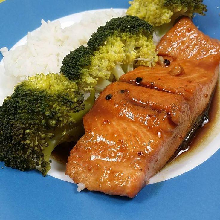 Il y a des recettes qui sont tellement classiques à la maison, qui sont déjà sur le blog depuis bien longtemps et qui plaisent toujours. Comme le saumon teriyaki, une recette que j'avais publ…