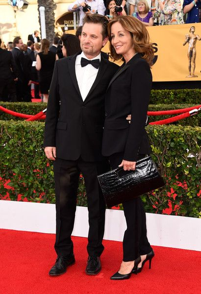 Shea Whigham Photos Photos - Actor Shea Whigham (L) and Beth Whigham attend the 21st Annual Screen Actors Guild Awards at The Shrine Auditorium on January 25, 2015 in Los Angeles, California. - 21st Annual Screen Actors Guild Awards - Arrivals