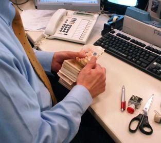 """La """"svista"""" del cassiere di banca non legittima il licenziamento: http://www.lavorofisco.it/la-svista-del-cassiere-di-banca-non-legittima-il-licenziamento.html"""