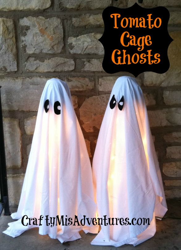 Seriously, these tomato cage ghosts are the easiest thing ever, yet also super adorable. Two of my favorite things, easy and cute. Oh, they're also cheap to make. I love that aspect too.