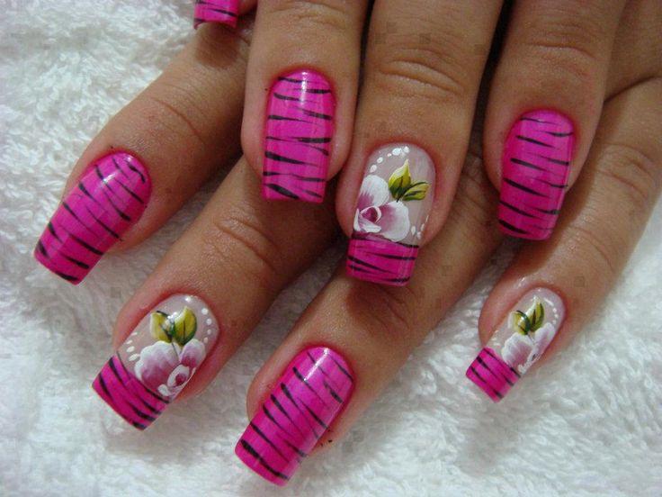Unha com decoração de zebrinha e flor