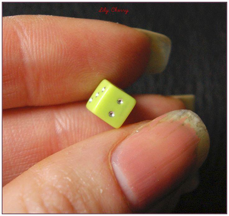 Perle dés a jouer vert 6mm x1 : Perles en Plastique par lilycherry