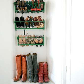 необычная деревянная полка для обуви