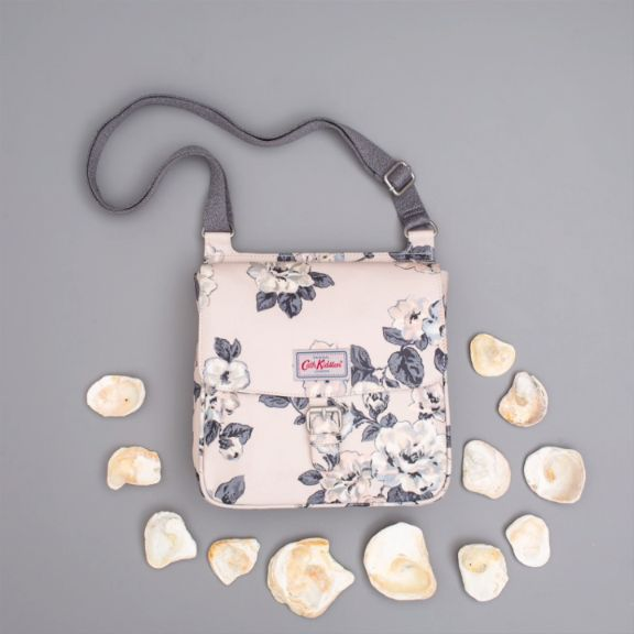 The World is your Oyster with this pretty satchel bag, great for carrying all of your essentials (and a few non essentials.. a girl can never have enough makeup!)