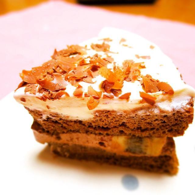 バナナ入り。中がチョコレートクリーム。 - 14件のもぐもぐ - チョコレートのショートケーキ by パル