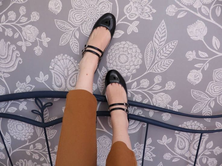 Designed and made with ethics, this is what Scotti's style is all about. They are perfect to complete your look for a day at the office, the university, shopping on the Champs-Élysées or an evening with friends. Casalina: code word chic bon ton! Handcrafted in Italy and 100% cruelty free. #veganshoes #madeinitaly #ethicalfashion #handcrafted #vegan #crueltyfree #shoes #veganballerine #ballerine #veganforlove #veganforlife #veganshoes