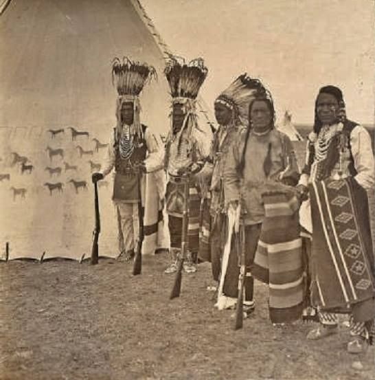 Native American Indian Pictures: Blackfoot/Blackfeet Indian Tipis