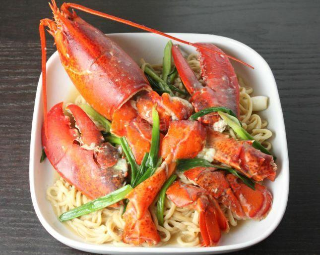 上湯龍蝦伊麵 Lobster Yee Mein (Lobster Noodles)
