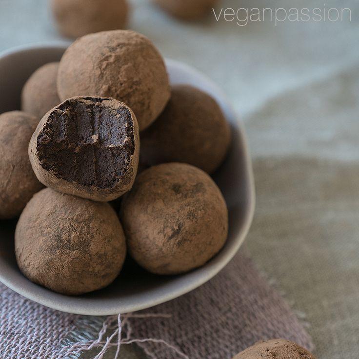 Oja, Schokolaaaade! Habt ihr schonmal Trüffel aus schwarzen Bohnen gemacht? Ein Traum! Glaubt ihr nicht? Dann probiert's aus!