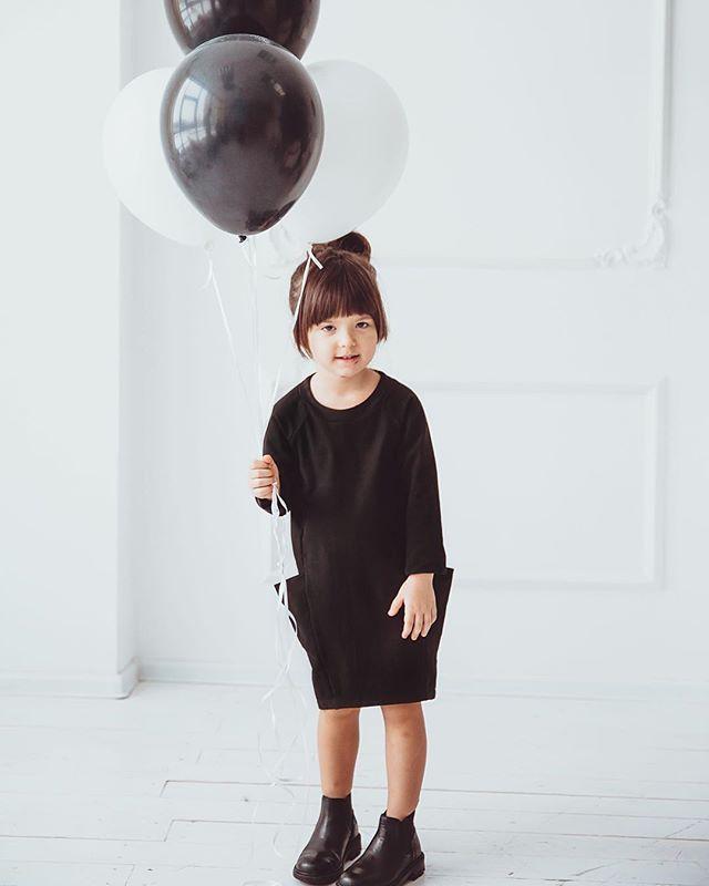 Наш выбор-минимализм! Да-да, для детей! Мы делаем ставку, в первую очередь, на продуманность силуэта и кроя, уделяем особое внимание качеству материалов и технике исполнения. #minima_lis #minimalism #kids #blackdress #totalblack #детскаяодежда
