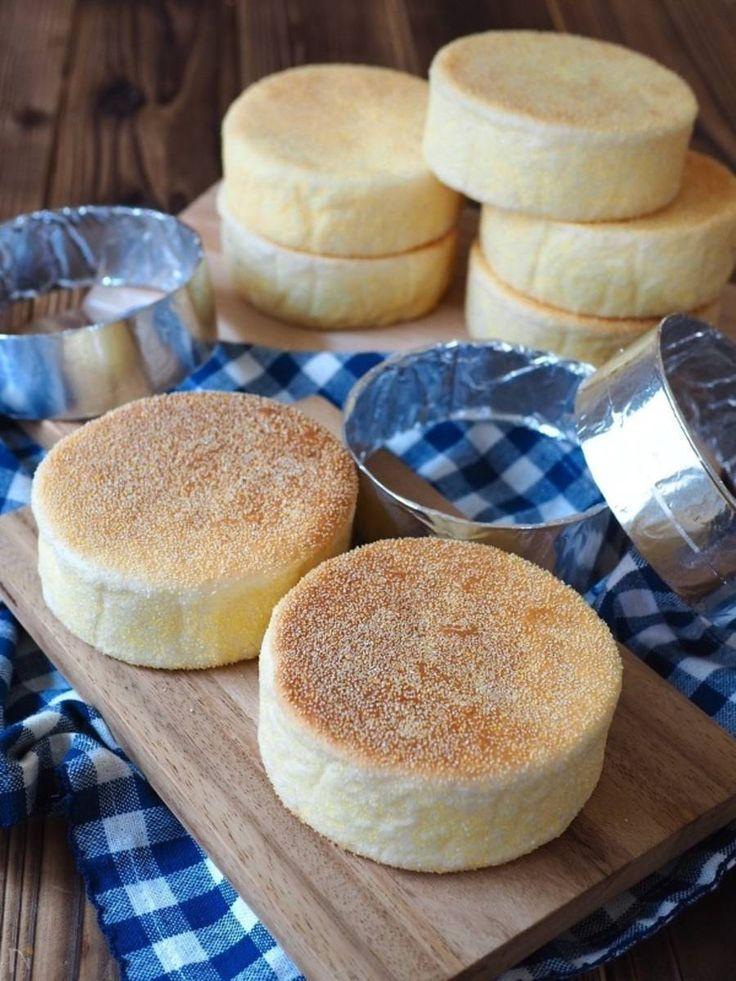 パン作りというと、準備が大変だったり、パン型が必要だったりで、なかなか気軽にチャレンジできないイメージありませんか? 今回は、誰でも失敗なく簡単に作れるイングリッシュマフィンのレシピをご紹介。パン型は、なんと牛乳パックを再利用して作ります! ぜひ週末などに作ってみてください♪