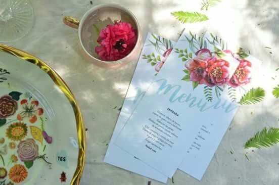 Organiza una mesa fresca ! #menu INTHESKY.COM.AR #Invitaciones #guirnaldas #cateles  Gracias @revistatigris @rochilanu
