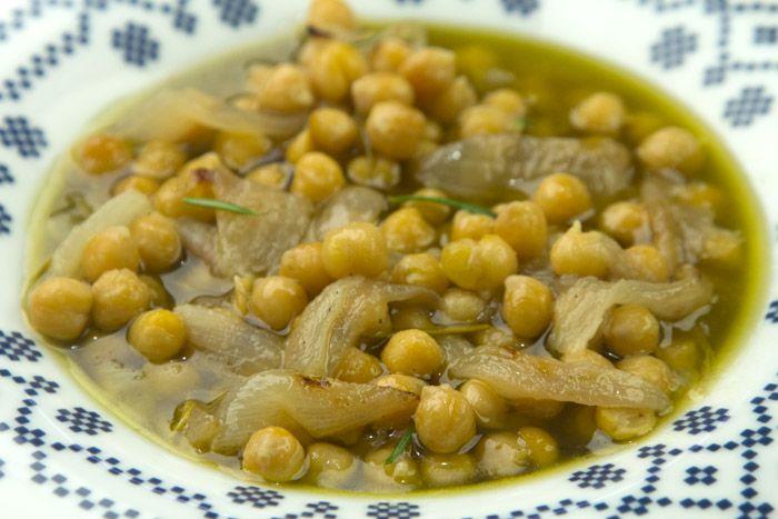 Βιντεο-συνταγή με μια σύγχρονη τεχνική για να πετύχετε την γεύση της παραδοσιακής Σιφνέικης ρεβιθάδας γρήγορα κι απλά.