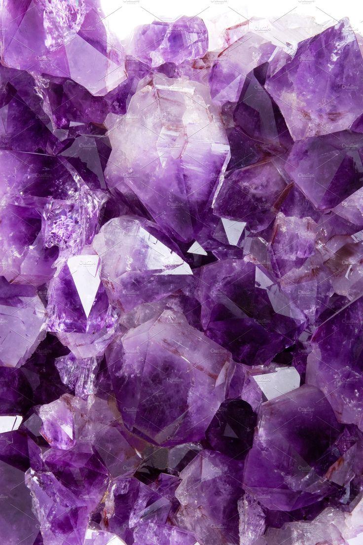 Милые розовые обои на телефон с фиолетовыми кристаллами