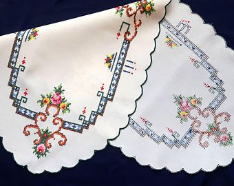 Small vintage cross stitch table runner with four napkins
