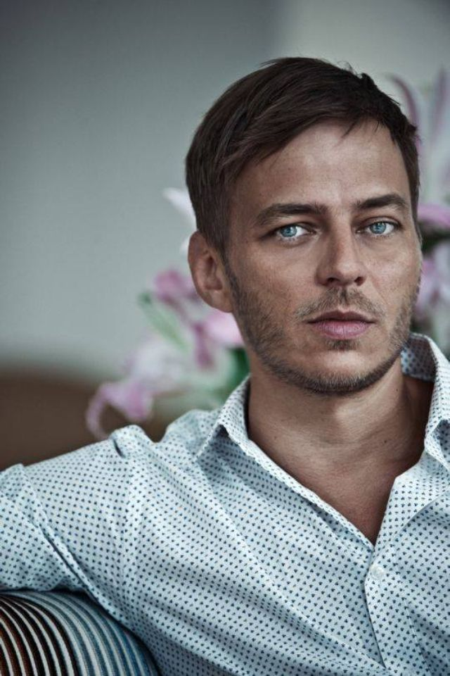 Tom Wlaschiha as Jaqen H'ghar, which is an assumed identity of one of the Faceless Men of Braavos, a feared order of mysterious assassins with the ability to change their appearance at will. Description from pinterest.com. I searched for this on bing.com/images