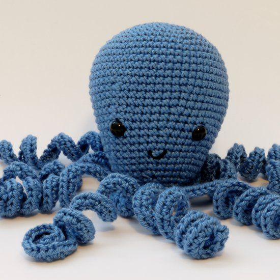 Make an amigurumi octopus with this simple free pattern! Thanks so xox ☆ ★   https://uk.pinterest.com/peacefuldoves/