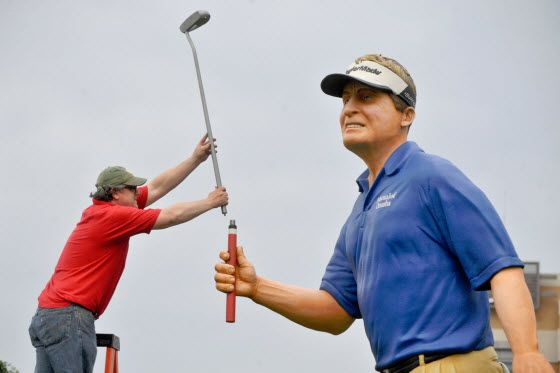Mutual of Omaha installs giant golfer statue of Fred Funk at headquarters