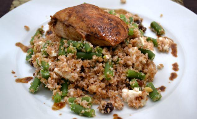 Deze balsamico kip is een fijne snelle avondmaaltijd met de nodige proteïnen! Het kippetje serveerde ik op een nieuwe favoriet: spelt bulgur.