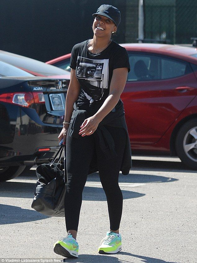 Content:Dressed in black gym leggings and a printed T-shirt, the 34-year-old singer appea...
