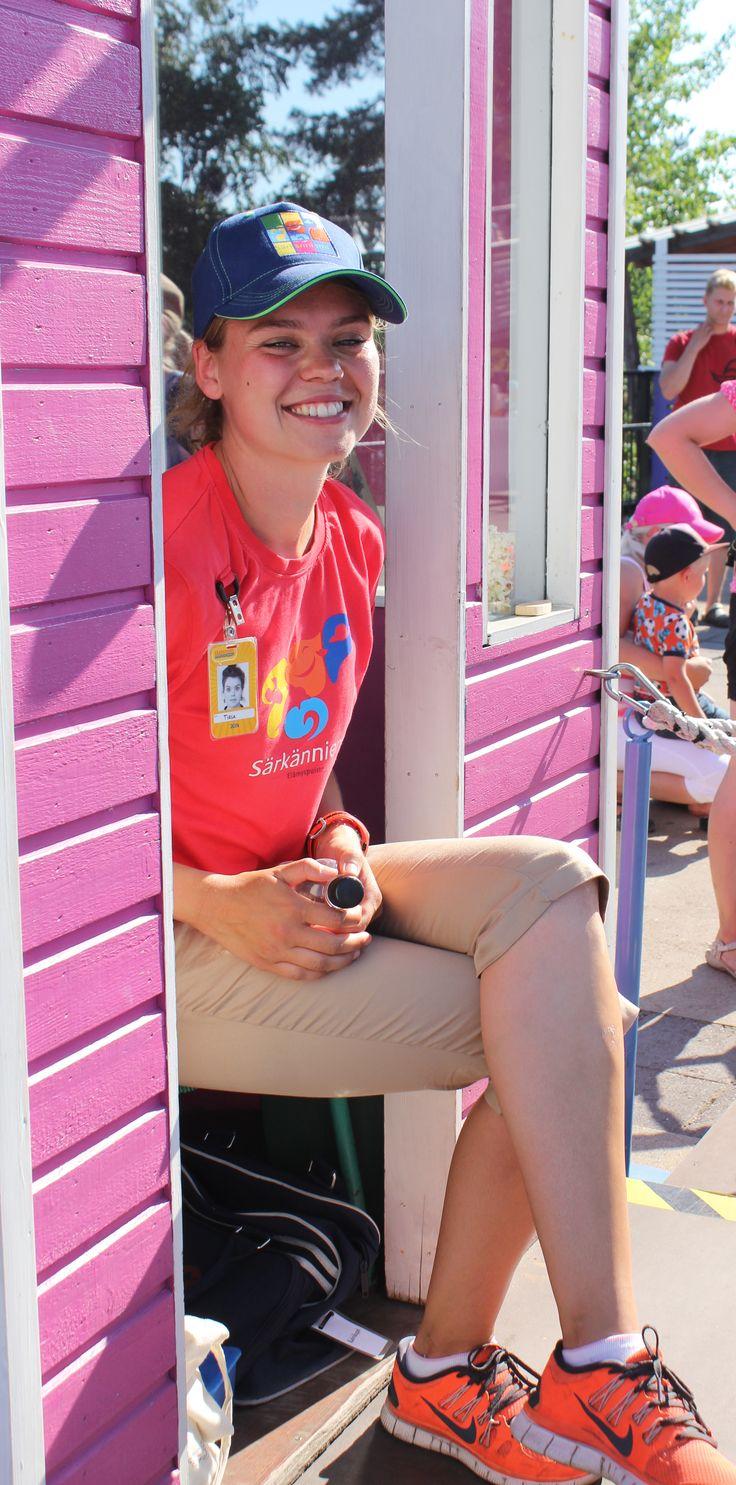 """""""Mä tykkään lämmöstä ja lapsista, eli tämä työ on ihan parasta"""", totesi viime kesänä Kahvikuppeja pyörittänyt iloinen kesätyöntekijämme."""