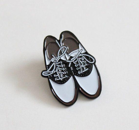 """Silla de montar zapatos prendedor - 1.25"""" esmalte suave, regalo para ella, onda vintage"""